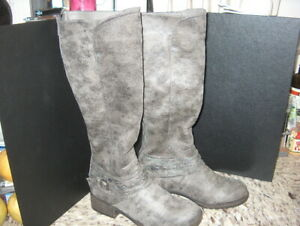 BOOTS KNEE HIGH ZIP UP BACK FAUX LEATHER GRAY WMS. SIZE 7 MED.NEW W/OUT TAGS