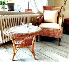 Sessel aus handgeflochtenem Rattan mit Rattantisch