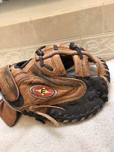 "Easton NYZ2W 30"" Women's Girl's Fastpitch Softball Catchers Mitt Right Hand Thro"