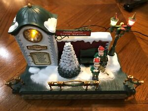 Rare New Bright HOLIDAY EXPRESS CHRISTMAS TRAIN Station Works Excellent