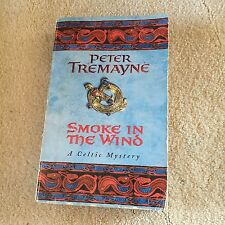 PETER TREMAYNE, SMOKE IN THE WIND. CELTIC MYSTERY. 0747264341