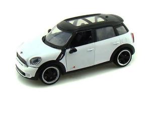 Motor Max 1/24 Mini Cooper S Countryman White/Black