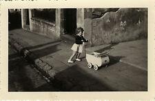 PHOTO ANCIENNE - VINTAGE SNAPSHOT - ENFANT JOUET LANDAU MODE OMBRE - CHILD TOY
