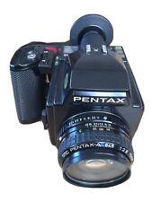 Pentax 645 Mittelformatkamera mit SMC 1:2.8 75mm Objetiv und Filmfach