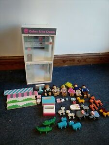 Early Learning Centre Rosebud Wooden vets & cafe + 6 figures, 13 animals T915