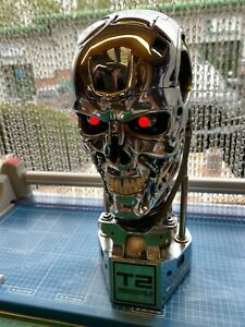 Sideshow Collectibles Terminator 2 Judgment Day  T-800 (chrome) 1:1 scale