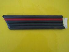 Zierleiste mit rotem Streifen Kotflügel links Kadett E ORIGINAL OPEL 1101591