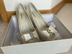 Menbur bridal wedding shoes women size 39 eur/ 6 UK