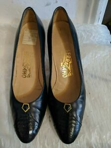 Salvatore Ferragamo Dark Navy Blue Snake Print toe Leather Pumps Women's Sz 8