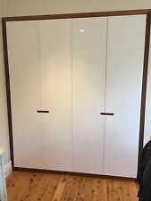 Local Made Fairmont Built-in Wardrobe Polyurethane Doors Hardwood Timber Frame