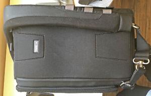 Think Tank Sling-o-matic 20 Camera Bag Perfect Condition
