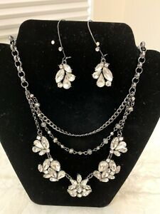 VERA WANG NECKLACE AND EARRING SET!!  BEAUTIFUL!!  PEWTER COLOR METAL!