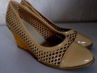 Damenschuhe Schuhe Pumps High Heels Lackschuhe Beige Keilabsatz Gr.40 NEU
