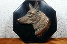 Bronze-Relief Schäferhund auf Holz