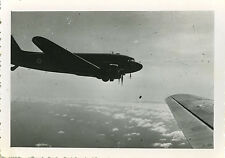 PHOTO ANCIENNE - VINTAGE SNAPSHOT - AVION MILITAIRE PARACHUTISTE PARACHUTISME 7