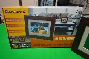 "Smartparts Digital Picture Frame 7"" Viewable Image  Dark Brown"