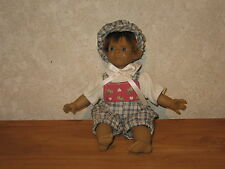 PURA PASTOR *NEW* Poupée synthétique 28cm garçon pantalon à carreaux Doll