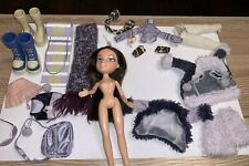 Bratz Dana Winter Wonderland, 2 Pairs of Boots, bags and oufits and more