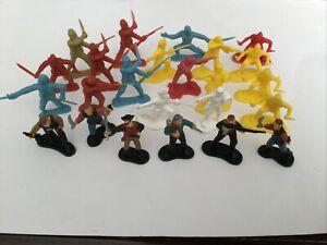 24 Plastic Pirates