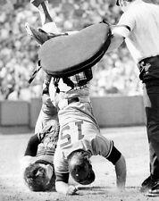 "11""x14"" B/W PHOTO: CARLTON FISK THURMAN MUNSON HEAD-OVER-HEELS FIGHT FENWAY 1973"