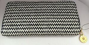 Ladies Black & White Zig Zag Design Purse WX7
