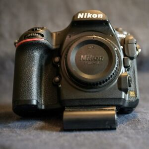 Nikon D850 45.7 MP Digital SLR Camera - With paperwork 115,201 shutter clicks