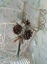 Rustique mariage en boutonnière grooms pine cone gypsophile fern préservés