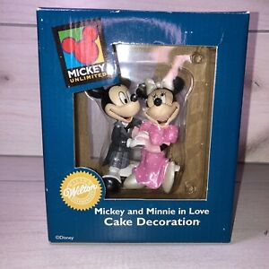 Mickey and Minnie in Love Cake Decoration Mickey Unlimited Wilton Enterprises