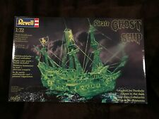 Revell Pirate Ghost Ship Model 05433 Glows in the Dark Sealed New 1989 GLOW 1:72