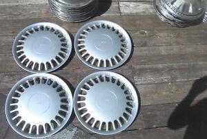 OE set of 4 15 inch wheelcovers # 60008,1990-92 Saab 900/9000, 24 slot