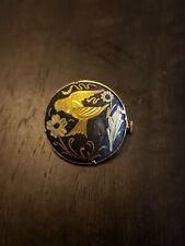 pin Black/gold bird