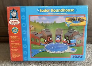 Thomas & Friends Sodor Roundhouse Tomy 2004 Train Track Set 7587 NIB