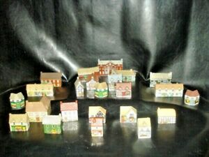 LARGE LOT OF 23 Wade Houses --NO BOXES
