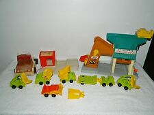 Fisher Price Little People Play Family Lift & Load Depot Lumber Yard #942 # 944