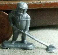 Vintage plastic ASTRONAUT SPACE MAN EXPLORER tiny figurine prize toy