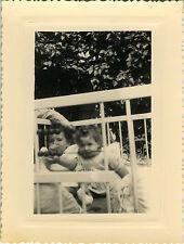 PHOTO ANCIENNE - VINTAGE SNAPSHOT - ENFANT BÉBÉ PARC DRÔLE - CHILD BABY FUNNY