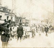 France, Paris, La foule lors d'une parade, ca.1905, vintage silver print Vi