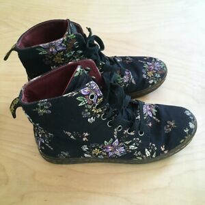 Dr Martens Hackney Women's Size 8 Black Floral Canvas 7-Eye Boot -Good Condition