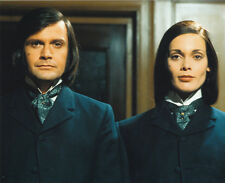 Martine Beswick & Ralph Bates UNSIGNED photo - H3837 - Dr Jekyll & Sister Hyde