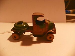 VINTAGE LEAD TOY SOLDIER; TOOTSIETOY; TRUCK WITH FUNCTIONING WHEELS (Inv.#1868)