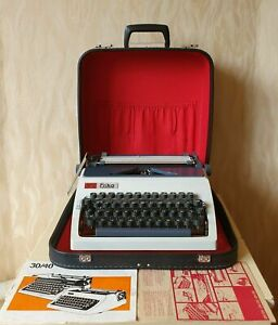 Vintage Portable Typewriter DARO ERIKA MODEL 32/42