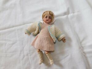 Frühe Puppe mit weißem Kleid gemarkt  S Stern H Halbig!