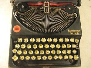 VINTAGE REMINGTON PORTABLE TYPEWRITER WITH CASE