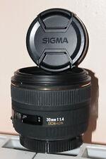 Objectif EX Sigma 30 mm 1,4 HSM Canon EOS + pare-soleil + filtre 62 mm