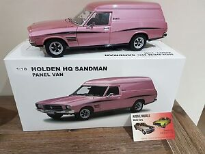 1:18 Biante Holden HQ Sandman Van 308 in Orchid Metallic with Surfboards A72452