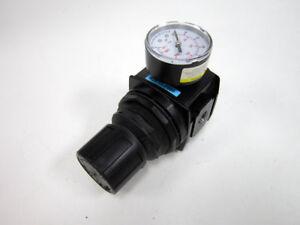 WILKERSON R28-03-F000 6B210 REGULATOR WITH 160 PSI GAUGE