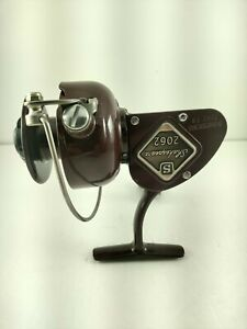 """Vintage  Shakespeare 2062 """"Royal Maroon"""" Spinning Reel Unbelievable condition!"""