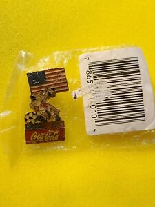 COCA-COLA / Coke 1994 World Cup USA Soccer Lapel Pin with UNITED STATES FLAG