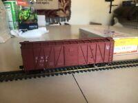 Accurail HO 40' O.B. Wood Boxcar, CNJ, Assembled Kit
