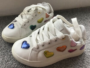 """Kurt Geiger London Girls Adorable Trainers Adorned With Sparkly Love Heart 8.5"""""""